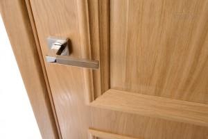 Преимущество межкомнатных дверей из сосны: красиво, и безопасно
