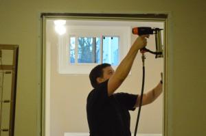 Процесс замера и установки межкомнатных дверей