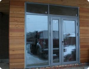Алюминиевые входные двери со стеклом