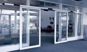 Разновидность автоматических раздвижных дверей