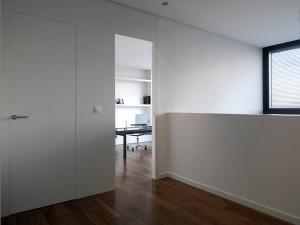 Назначение, применение и преимущества гладких белых офисных дверей
