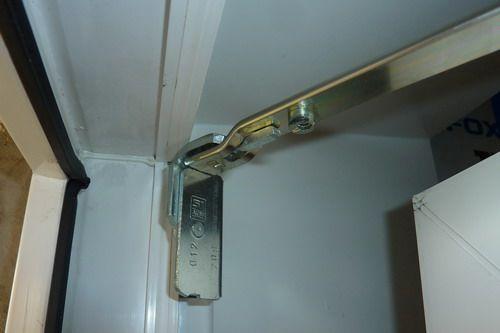 Что делать если балконная дверь не открывается.