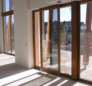 Дверь ПВХ раздвижная: типы конструкции