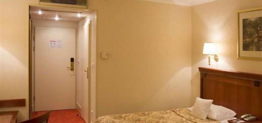 Двери в гостиничный номер