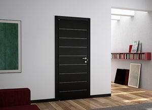 Фактура черных дверей
