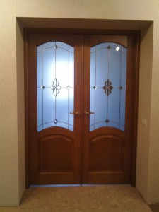 Особенности межкомнатных двухстворчатых дверей