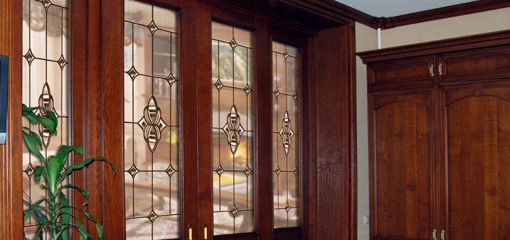 Двери межкомнатные: витраж в интерьере
