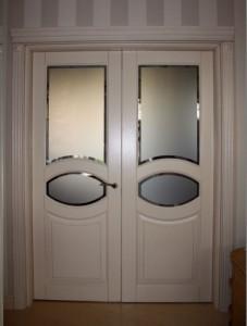 Конструкции двухстворчатых межкомнатных дверей