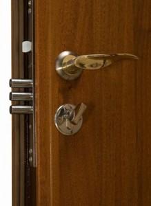Как открыть металлическую дверь без ключа