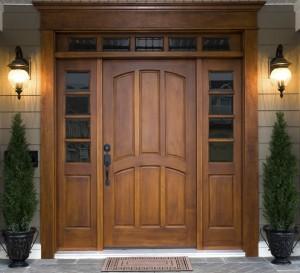 Какие качества имеют деревянные входные двери из массива