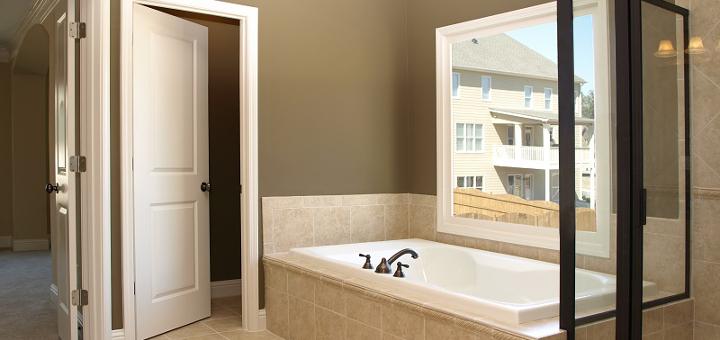 Особенности дверей в ванную комнату