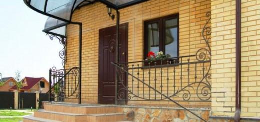 Входная дверная конструкция из цельной древесины