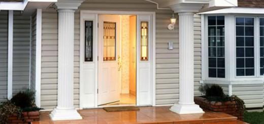 Как выбрать входные двери для деревянного дома и дома из других материалов