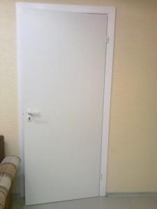Описание и функциональные особенности межкомнатных белых крашеных дверей