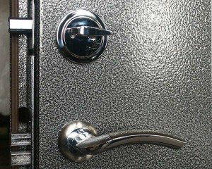Производство входных дверей с напылением