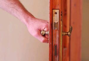 Что применяют для смазки двери
