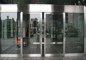 Раздвижные входные стеклянные двери