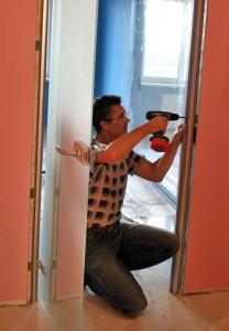 Установка стеклянных дверей: шаги