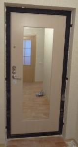 Стальные двери с зеркалом. Варианты исполнения