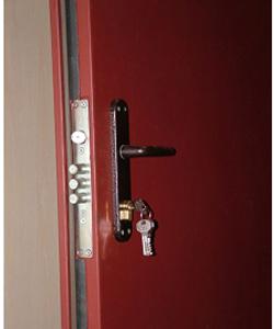 Бюджетные варианты наружных металлических дверей