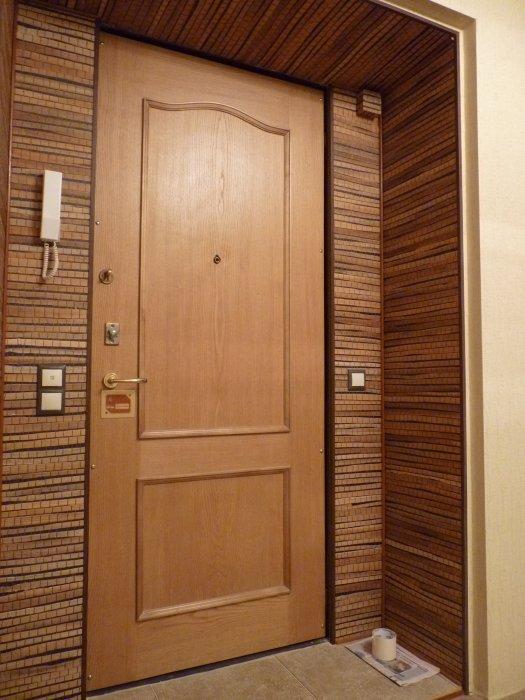 Отделка откосов входной двери фото